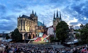 Zwischen Liebe, Eifersucht, Rache und Intrigen entwickelt sich in Erfurt ein immer dramatischer werdendes Szenarium. Foto: Domstufen/Theater Erfurt