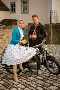 """Im Freilandtheater Bad Windsheim geht es zurück in den Sommer 1959 und damit zurück in """"Bessere Zeiten""""."""