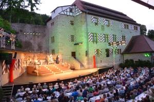 Die Freilichtbühne Röttingen feiert Geburtstag. Zum Jubiläum wurde der Ostflügel für rund 2,2 Millionen Euro wiederaufgebaut.