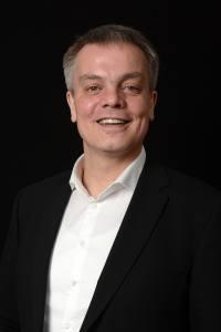 """Dirk Terwey, kaufmännischer Geschäftsführer des Mainfranken Theaters, freut sich, dass das Theater nach der umfassenden Sanierungsentscheidung des Stadtrates nun getreu dem Spielzeitmotto """"angstfrei"""" in die Zukunft blicken kann."""