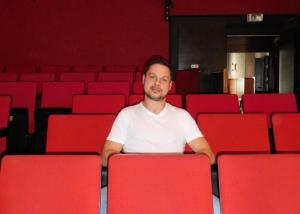 Der 38 Jährige Csaba Béke tritt ab dieser Spielzeit die Nachfolge von Chambinzky- Prinzipal Rainer Binz an, der 35 Jahre die Geschicke der großen, kleinen Bühne in Würzburg geleitet hat.