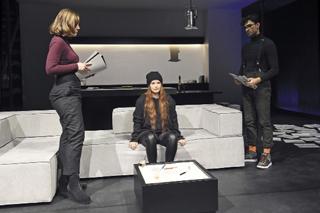Die Zulieferer des Terrors. Ewa Rataj, Anna Döing und Marcel Zuschlag in der Selbstmordplanung. Foto: Martin Kaufhold