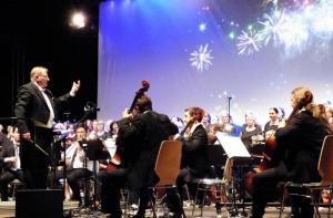 Die junge Philharmonie Rhön-Grabfeld in der Stadthalle in Bad Neustadt beendet am 16. September mit der Solistin Anne Riegler am Klavier die 10. Fränkische Woche. Foto: Tanja Haier