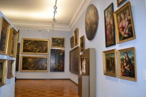 Die Gemäldegalerie des Martin von Wagner Museums der Universität Würzburg erstrahlt nach zweieinhalb Jahren intensiver Renovierung in neuem Glanz.