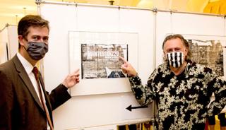 """Mit Norbert Schmelz' Retrospektive """"#Quintessenz 20"""" nimmt das Würzburger Rathaus wieder seine Ausstellungstätigkeit auf."""