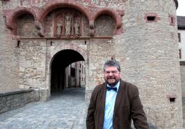 Dr. Erich Schneider, Gründungsdirektor des neuen Museums für Franken, und sein Team sinnieren über eine attraktive Präsentation der Objekte.