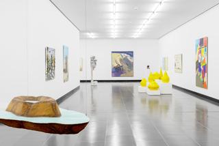 Farbgewaltig, imposant und Verbindungen zwischen den Werken und Künstlern knüpfend bietet die Neuhängung im Untergeschoss der Kunsthalle viele spannende Durchblicke.