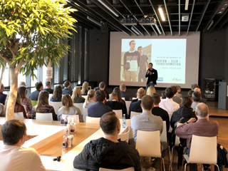 Austausch und Information stehen in dieser Woche immer im Mittelpunkt. So konnte sich im Rahmen der zweiten Wue Web Week im letzten Jahr über digitale Berufsbilder bei s.Oliver in Rottendorf informiert werden.
