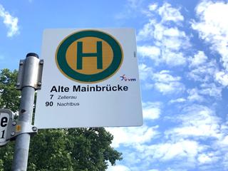 """""""Haltestellen sind mehr als nur Stationen des ÖPNV"""", meint Gunther Schunk und verknüpft 30 im Würzburger Stadtgebiet mit Haiku-Gedichten."""