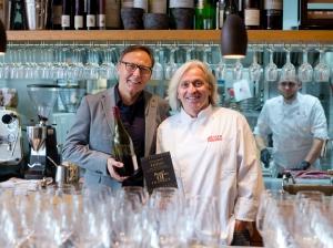 Hermann Mengler (Chef Oenologe in Franken) und Bernhard Reiser freuen sich auf Best of Franken 2018: Die besten fränkischen Winzer gleich zweimal zu Gast in Reisers Genussmanufaktur.