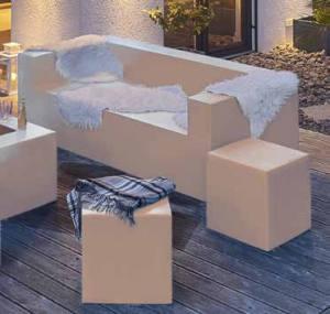 Komfort im Freien: Sitztiefen, Armlehnen oder auch Liegelängen können ebenso variieren wie die Dimensionen der cubes.