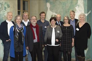 Die Mitglieder des Autorenkreises Würzburg freuen sich über regen Austausch zum traditionellen Neujahrsempfang am 14. Januar in der Stadtbücherei Würzburg.