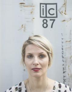 Pauline Fügs literarisches Werk umfasst neben Slam auch zahlreiche Lyrikbände, eine Graphic Novel, CDs mit Spoken Word Lyrik und Musik.