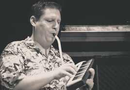 In 26 Geschichten und Gedichten finden Jan Reinelts Erlebnisse und Erkenntnisse als Musiker ihren Niederschlag.