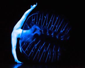 """Mit """"Night Garden"""" eröffnet das eVolution dance theater am 8. September den 18. Nachsommer Schweinfurt in der SKF Halle 411."""