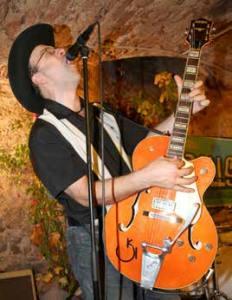 Rockabilly, Rock 'n' Roll, Country, Swing – das ist die Welt von Klaus Hoeborn.