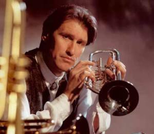 Seit 2001 unterrichtet Steuart als hauptamtlicher Dozent für historische sowie moderne Trompete und Blechblaskammermusik an der Hochschule für Musik in Würzburg.