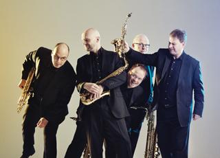 Die Musiker Sven Hoffmann, Kai Niedermeier und Anatole Gomersall bilden mit Uli Lettermann und Andreas Menzel ein herausragendes Ensemble, das sich jenseits ausgetretener Kammermusik- und Jazzpfade bewegt.
