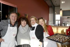 V.l.n.r.: Norbert Schmelz, Susanna Khoury, Sabine Unckell und Michaela Schlotter. Zimtsterne und Weihnachten – das gehört für Michaela Schlotter (rechts im Bild) und ihre Familie unbedingt zusammen.