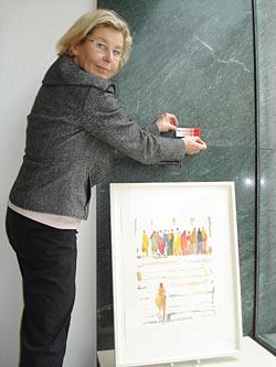 "Auch bei Galeristin Gabriele Müller ""klebt"" Kultur an den Wänden."