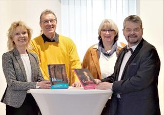 Präsentierten die beiden ersten Bände einer neuen Buchreihe des Museums für Franken (v.l.n.r.): Verlegerin Dr. Annette Nünnerich-Asmus, Fotograf Hans Jürgen Wiehr, Museumsleiterin Dr. Claudia Lichte und Museumsdirektor sowie Autor Prof. Dr. Erich Schneider.